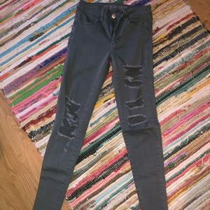 American Eagle grey distressed jegging